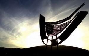 """""""A nao do ar"""", de Alfonso Costa, escultura en homenaxe a Antón Avilés de Taramancos"""