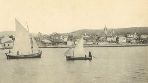 A importancia capital da vila debíase á súa condición de porto tradicional de Santiago