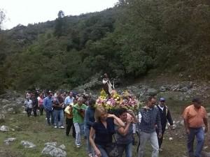 Santo-en-procesión-hasta-el-dique