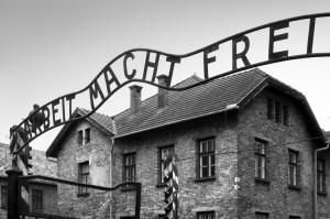 El-trabajo-os-hará-libres-Auschwitz